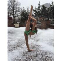 Haley Huelsman in Pittsburgh snow - 8 degrees - 13Feb2015