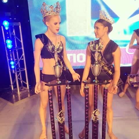 File:Kalani Teen Miss KAR of America with Senior Miss Addison Moffett.jpg