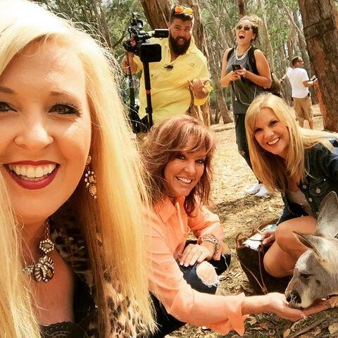 File:Jessalynn Jill Melissa kangaroo 2015-03-17.jpg