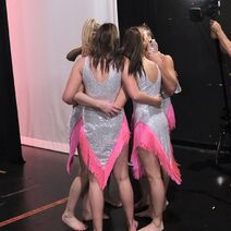 724 HQ - Girls hugging backstage