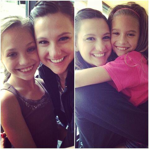 File:Nina Linhart with Maddie Mackenzie Ziegler.jpg