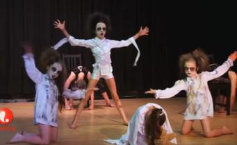 Dance Mums 105 3
