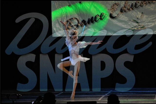 File:Chloe Lukasiak Ma Hes Making Eyes at Me DEA Las Vegas 11July2011.jpg