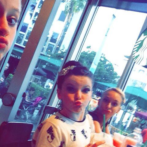 File:Haley with Tea Sarah R in Miami 2014-09-27.jpg
