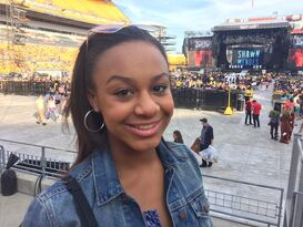 Nia at Taylor Swift concert - posted 6June2015