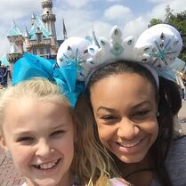 JoJo Nia Disneyland 2015-05-19
