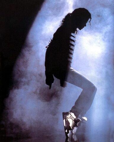 File:Michael-Jackson-moonwalk-9352583-500-623.jpeg