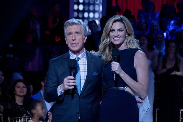 File:Tom and Erin S24 Week 10 Finale Night 1 4.jpg