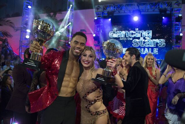 File:Rashad and Emma S24 Winners 8.jpg