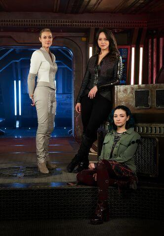 Fichier:Season 3 The Women promoshot.jpg