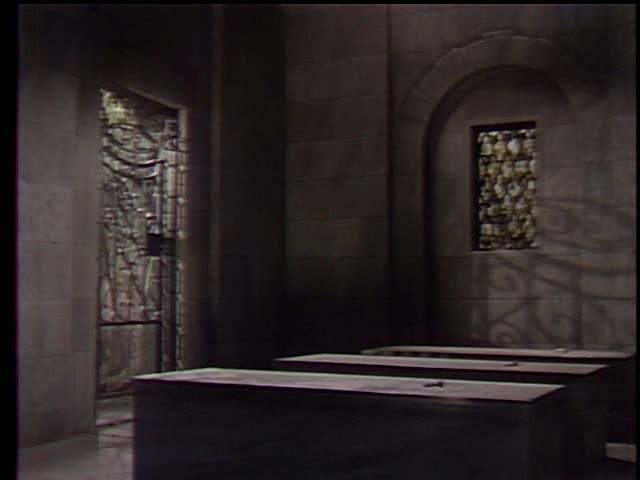 File:Cemetery-Mausoleum2.jpg