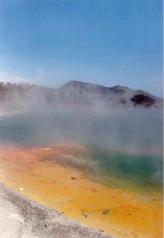 File:Geothermic Pool in New Zealand.jpg