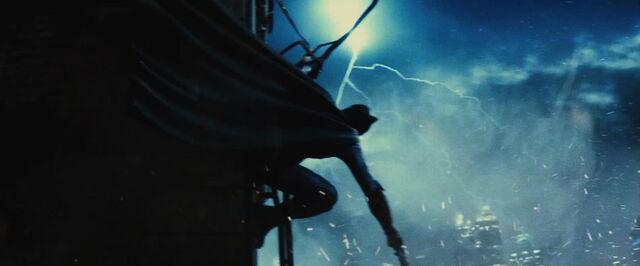 File:Batman preparing to run from Doomsday.jpg