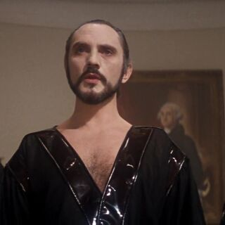 Zod, Non and Ursa infiltrate the White House.