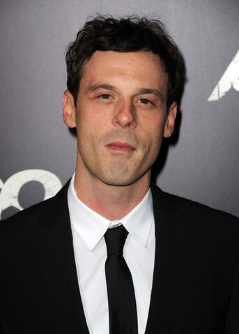 File:Scoot McNairy.jpg