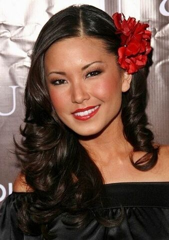 File:Lauren-Shiohama-Curly-Hairstyle-With-Flowers.jpg