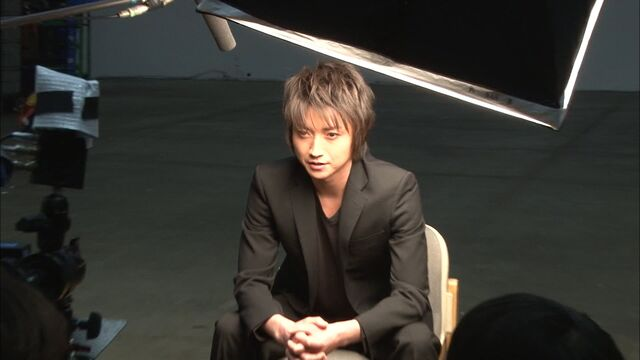 File:LNW behind the scenes Tatsuya Fujiwara (Light Yagami).jpg