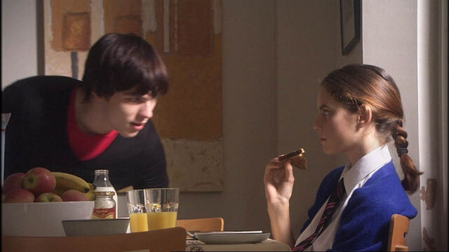 File:Skins-1x01-tony-and-effy-12648449-1024-576.jpg