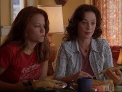 Haley-and-karen-one-tree-hill-moms-3347067-1280-960 198905497