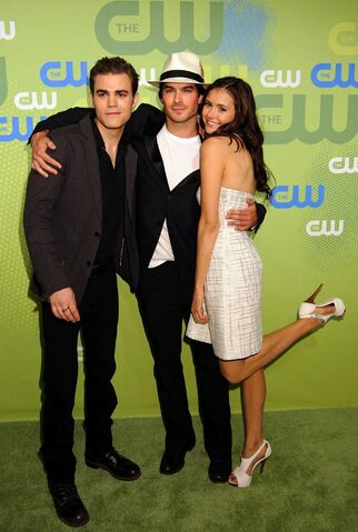 File:Paul-wesley-ian-somerhalder-e-nina-dobrev-al-cw-network-upfront-party-per-promuovere-the-vampire-diaries-a-maggio-2009-120861.jpg