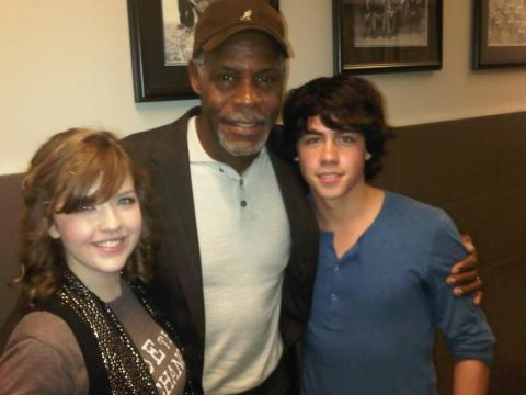 File:Munro and aislinn with black dude.jpg