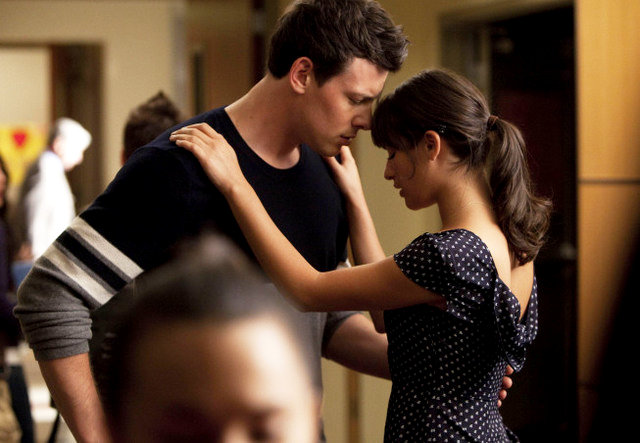 File:Glee 2 19 preview rachel and finn spying on kurt.jpg
