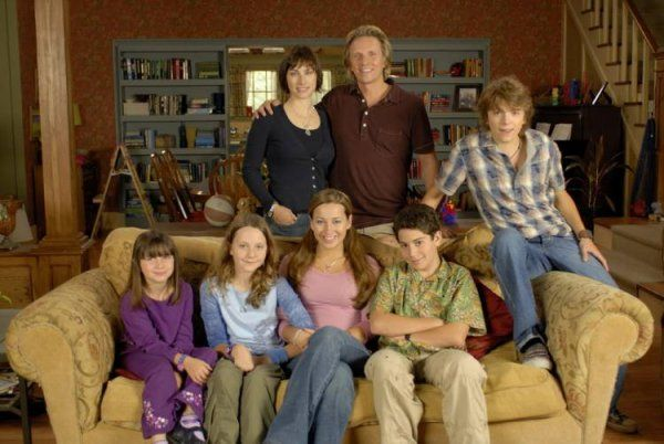 File:Lifewithderek sofa group.jpg