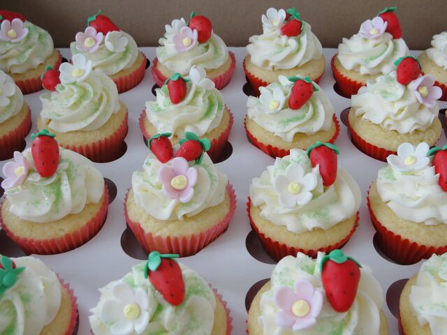 File:Cool starw berry short cake cup cakes.JPG