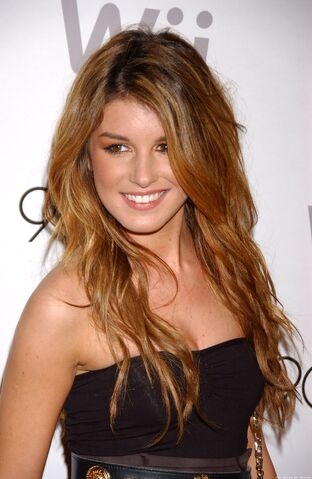 File:ShenaeGrimes 90210-Season-Wrap-Party Vettri.Net-06.jpg
