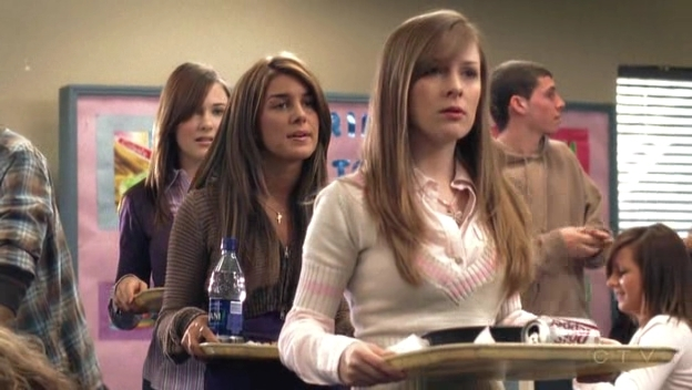 File:Shenae-on-Degrassi-7x01-shenae-grimes-8630997-624-352.jpg