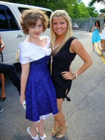 File:Aislinn and jessica mmva 2010.jpg