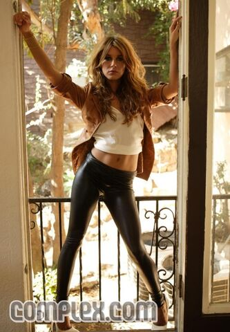 File:Shenae grimes doorway.jpg