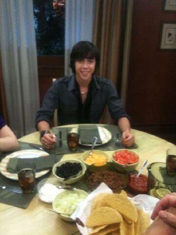 File:Eli munro didnenr tacos!!1.jpg
