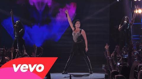 Demi Lovato - Heart Attack (Vevo Certified SuperFanFest)