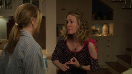 File:8x03 - Lynette and Lydia argue.jpg
