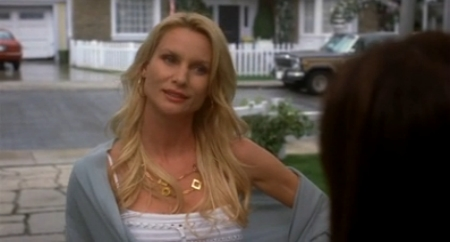 File:5x19 - Edie warns Susan.jpg