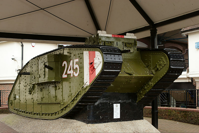 File:British Mark IV tank armed with 4 Vikers MGs.png