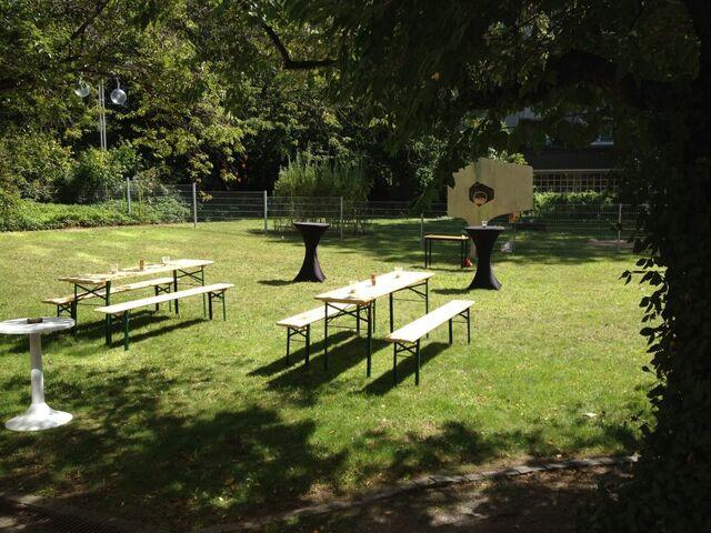 Datei:Clusterhaus Garten.jpg