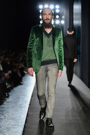 FW13-Milan-Mens-Black-Gold-catwalk-27