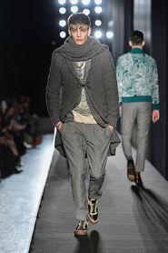 FW13-Milan-Mens-Black-Gold-catwalk-29