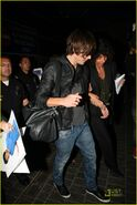 Zac-efron-lands-lax-16