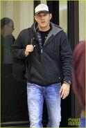 Jensen-ackles-airport-07
