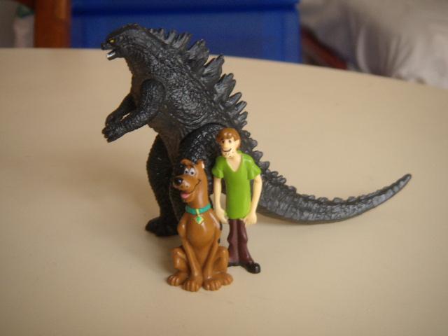 File:Scooby e Shaggy con Godzilla.JPG