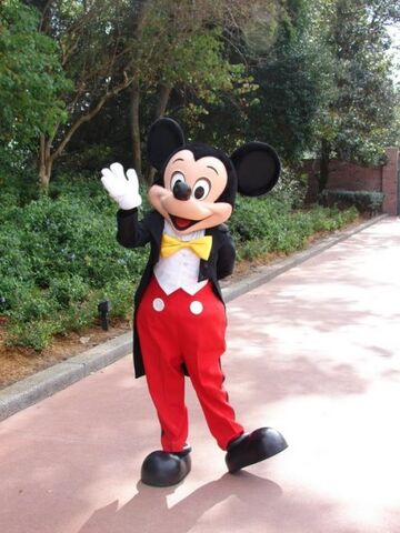 File:442px-13-Epcot Mickey Mouse.jpg