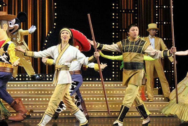 File:Shang at Golden Mickeys.jpg