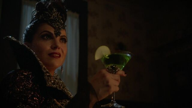 File:Once Upon a Time - 6x01 - The Savior - Evil Queen.jpg