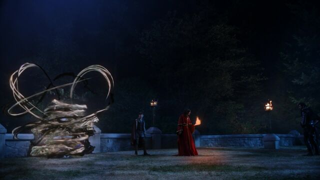 File:Once Upon a Time - 5x05 - Dreamcatcher - Dark and Light Magic surrounding Emma.jpg