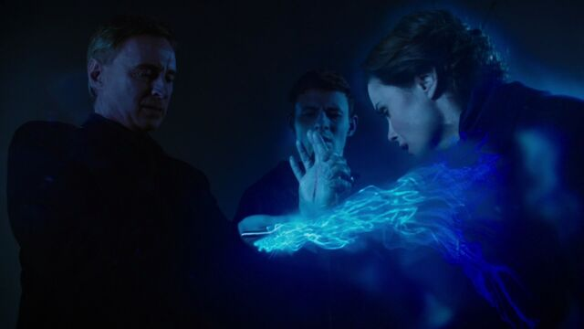 File:Once Upon a Time - 6x13 - Ill-Boding Patterns - Absorbing Blue Fairy's Magic.jpg