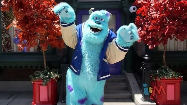 File:Monsters university dorm meet and greet with mike and sulley at disney california adventure.jpg