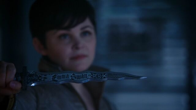 File:Once Upon a Time - 5x04 - The Broken Kingdom - Snow Dagger.jpg